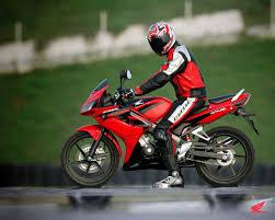 Мотоцикл Honda CBR 125 R