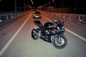 Чому мотоцикл стріляє