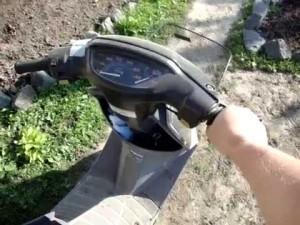 скутер не работает на холостых оборотах