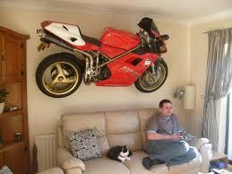 Де тримати мотоцикл