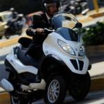 Итальянский производитель Piaggo выпустил первый гибридный мотоцикл