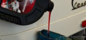 Сколько масла лить в скутер